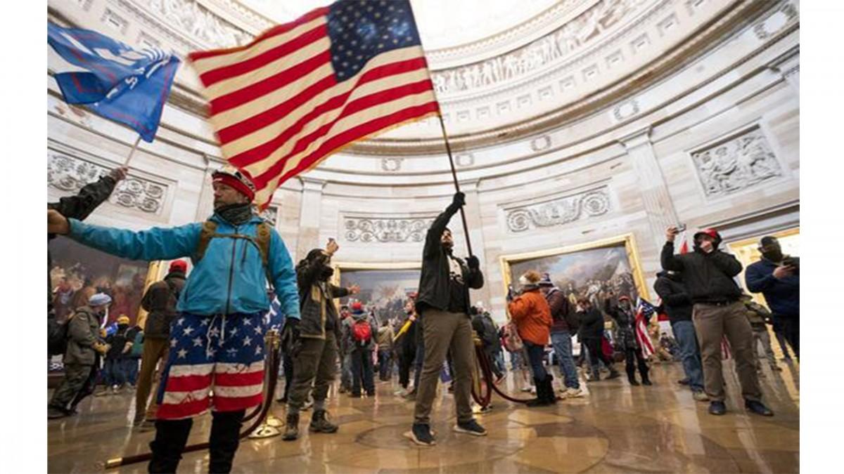 AMERİKA BİRLEŞİK DEVLETLERİ'NDE SEÇİM KAOSU SÜRÜYOR! KONGRE BİNASI PROTESTOCULARIN SALDIRISINA UĞRADI