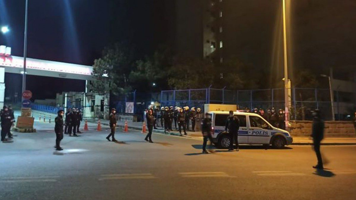Başkent'te şoke eden olay! Hastaneye taşlı saldırı: 20 gözaltı!