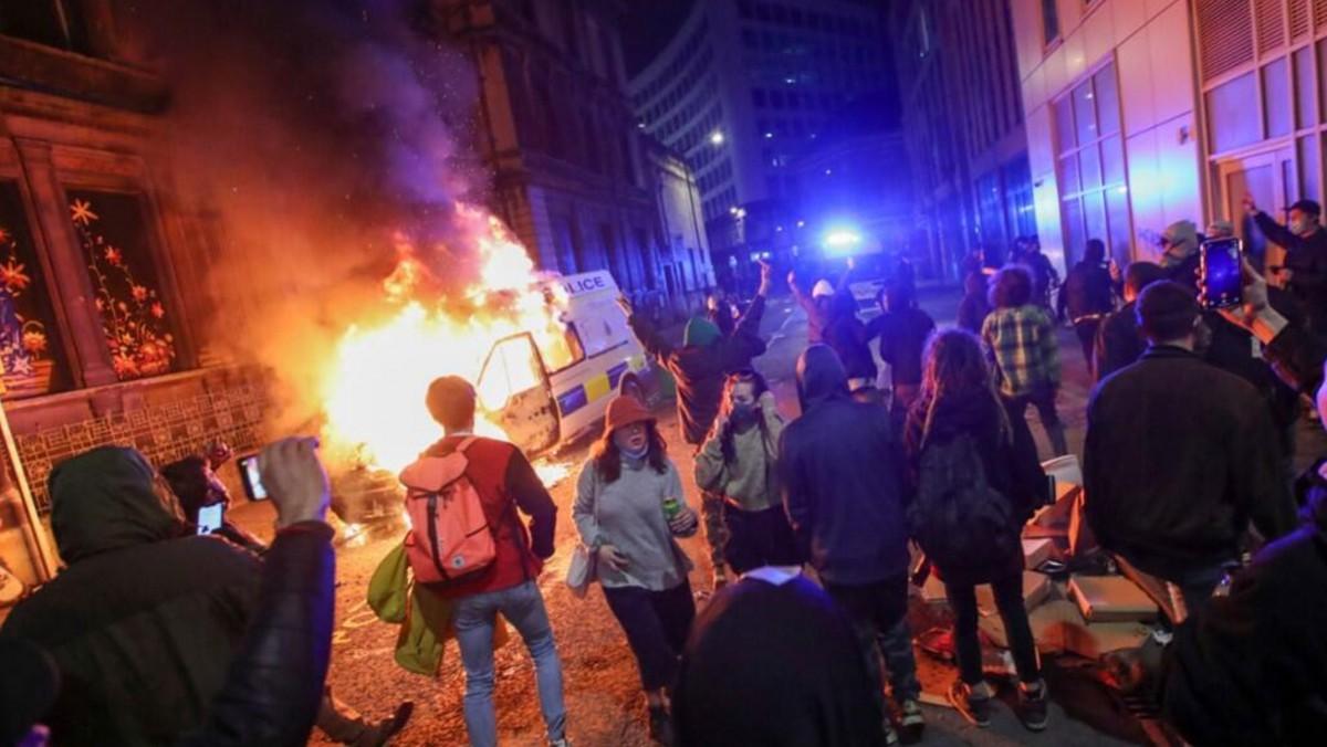 İngiltere Sokaklarındaki Eylemciler Ne İstiyor?