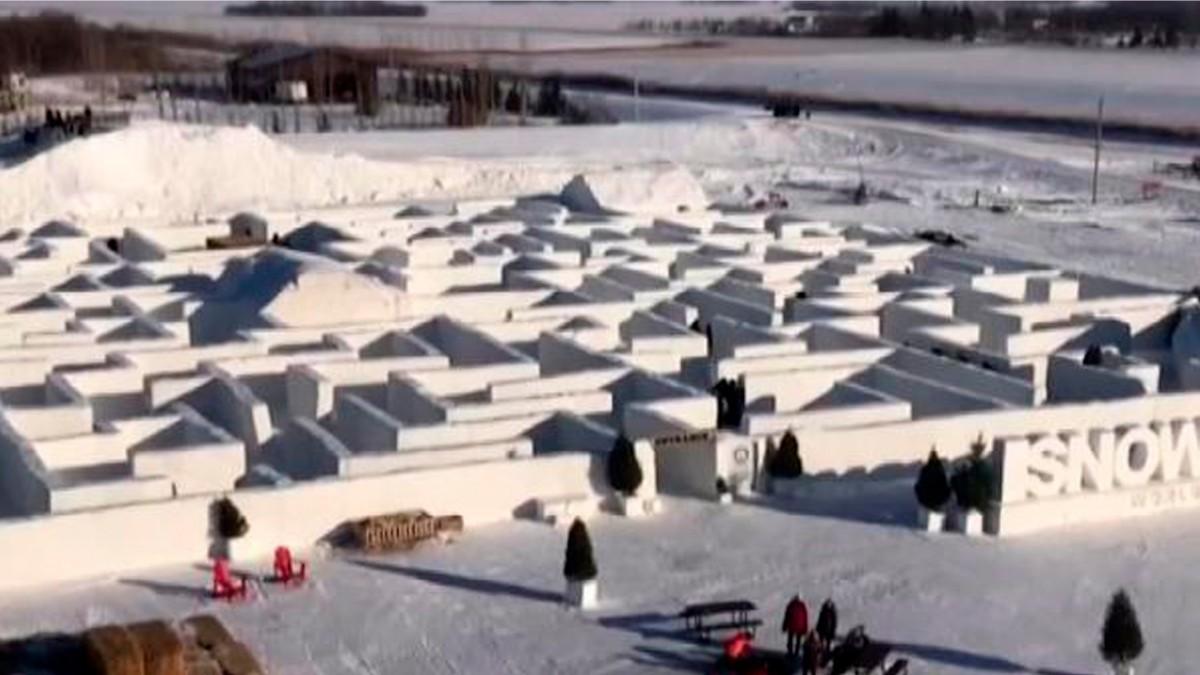 Karlar Ülkesinin Masalsı Kar Tüneli