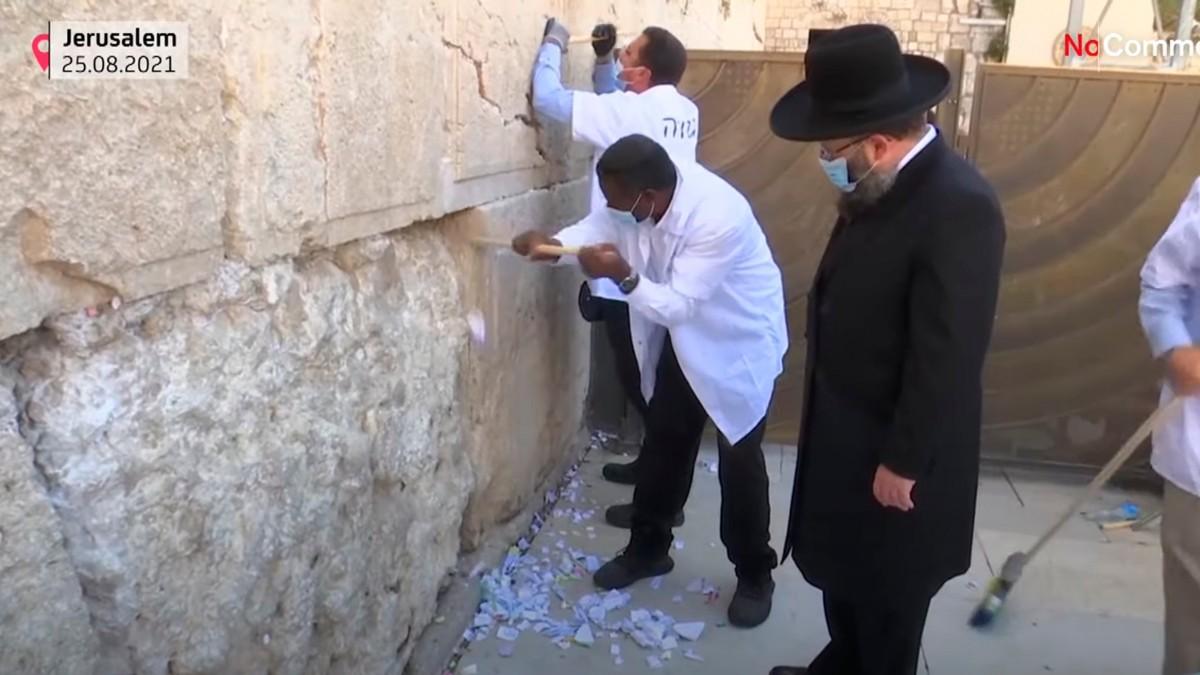 Musevi yeni yılı öncesi Ağlama Duvarı temizlendi