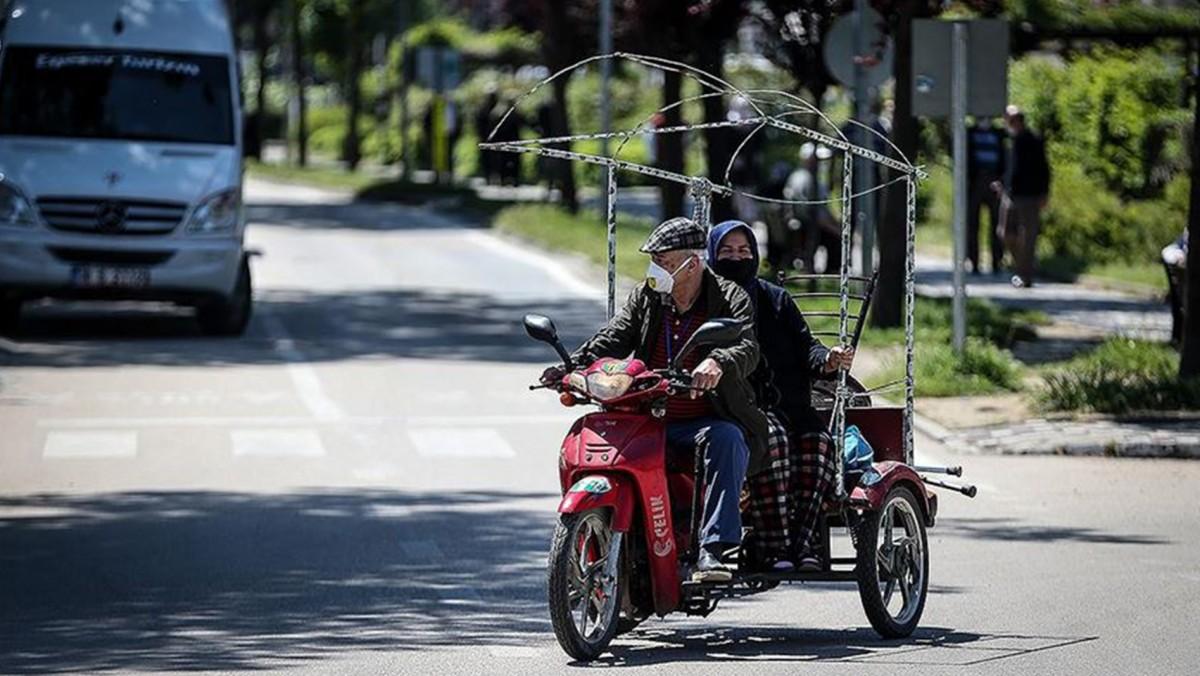 Son Dakika! Bursa'da 65 yaş ve üstü vatandaşlara 10.00-16.00 saatleri dışında sokağa çıkma kısıtlaması getirildi