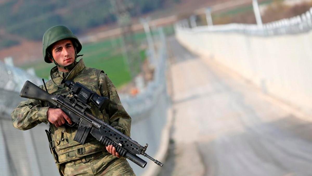 Türk askeri sınırda kuş uçurtmuyor