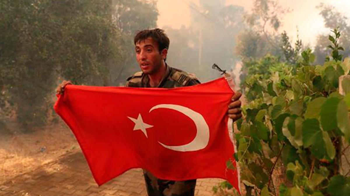 TÜRKİYE'YE YARDIMA GELEN AZERBAYCAN TÜRK'Ü SOYDAŞTAN DUYGULANDIRAN SÖZLER