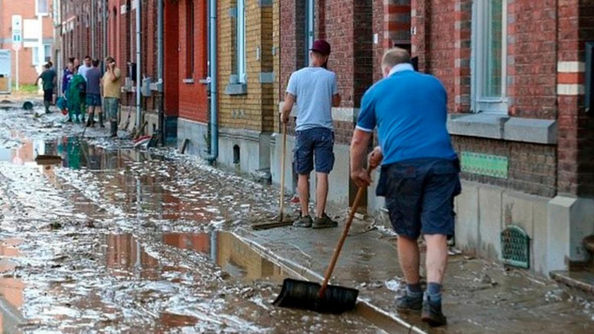 Yaşanan sel felaketlerinin ardından Belçika'da 'şehir temizliği' başladı.